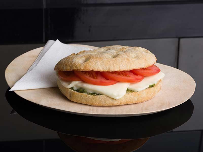 broodje-mozarella-tomaat-kurios-amsterdam-arena